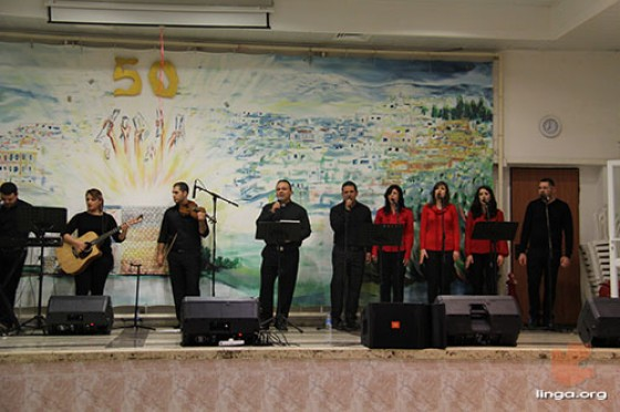 فريق الرب رايتي يشارك في برنامج الكريسماس ماركت بترانيم ميلادية